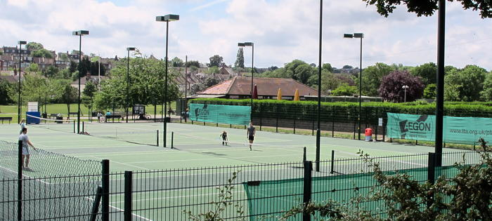 Well maintained courts and floodlights too